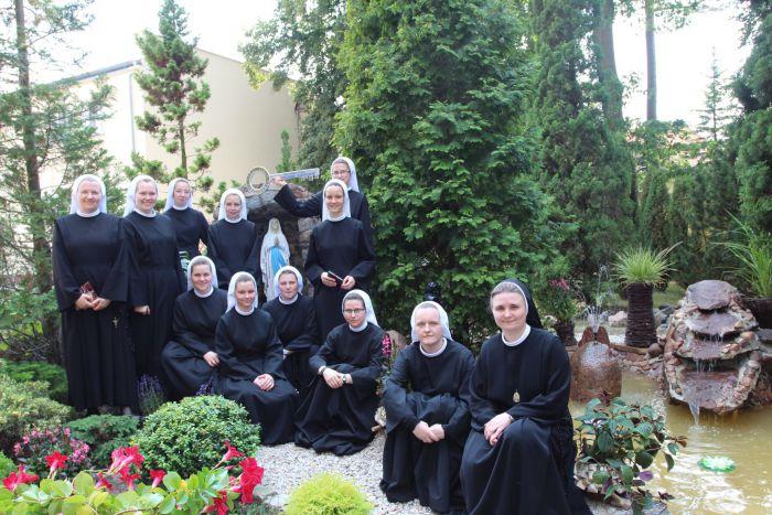 zdjecie grupowe Siostr Nowicjuszek
